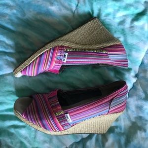 Toms tribal print wedges