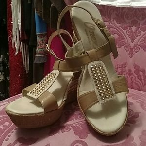 Onyx Shoes - Tan and cork wedges