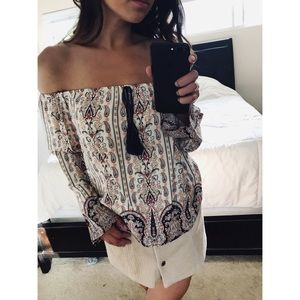 Tops - NEW off the shoulder paisley boho print