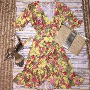Free People Dresses & Skirts - 🌼🌼🌼Boutique ruffled Wrap Dress size S