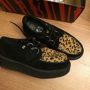 tuk footwear