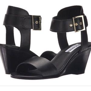 Steve Madden Shoes - Steve Madden Nevrstp size 9