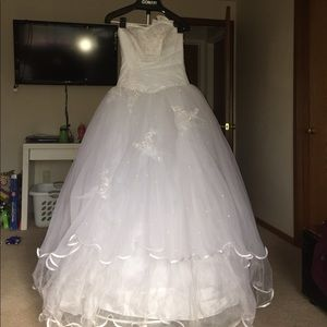 Dresses & Skirts - Wedding dress