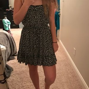 cute black and white sundress!
