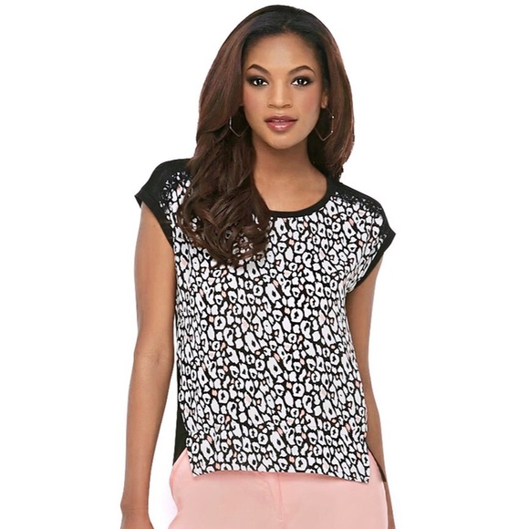 The Kardashian Kollection comprises numerous dresses, fashionable seasonable clothing options, accessories, and the trendiest must-have shoes. Perfect for simple everyday wear, but also catering to special occasions, you can find a vast range of amazing outfits in the Kardashian Kollection.