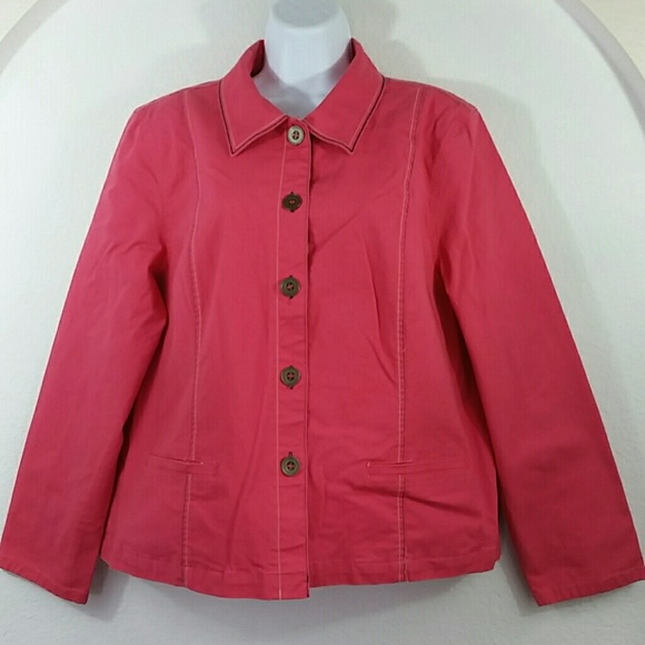 Its pink/orange color but not anywhere near a bright coral color. 3/4 length sleeve All sales final Woman's Three-Quarter Sleeve Coral Colored Satiny Blazer Sz XL.