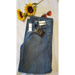 New York & Company Denim - New York Company NWT Jeans Relaxes Jeans Size 4