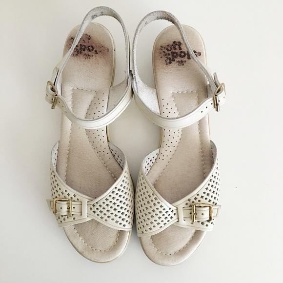 8f0e9de2bb18 Vintage Soft Spots Off White Wedge Sandal Size 8.5.  M 594a8da3291a352036075b1a