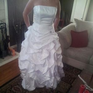 Galliano Dresses & Skirts - Beautiful David's Bridal wedding dress