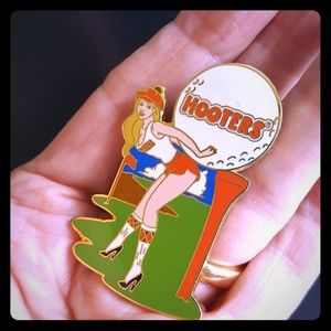 Collectable HOOTERS PIN