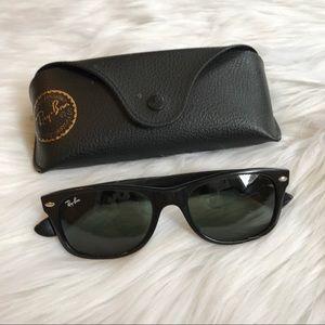 Black ray ban wayfarer sunglasses
