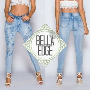 Bella Edge Denim - 🆕️ JALYN Light Blue Floral Embroidered Jeans