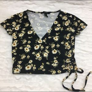 Top Forever 21 black with Sunflowers size xs 💝