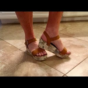 2 Lips Too Shoes - Adorable summer wedge sandals. Very comfy!