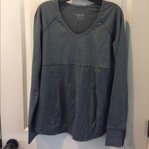 Ingrid & Isabel Tops - BE Maternity Active V neck top gray XL NWT