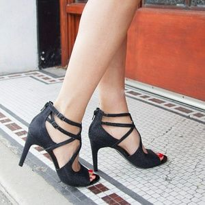 FIONI Clothing Shoes - NWT!❤ FIONI LUMIERE BLACK STRAPPY HEELS!