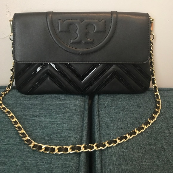 23cce3cdb46c Tory Burch Fleming geo leather shoulder bag clutch.  M 594aaf3ba88e7d31ad00d6ec