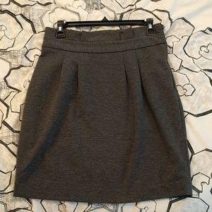 Grey Banana Republic skirt. Top pleats, side zip.