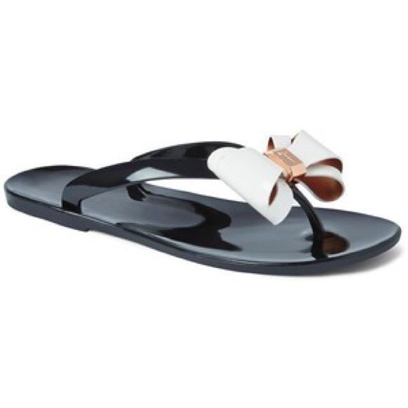 ff8ad4e99ee44 Ted Baker Rafeek Bow Rubber Sandals. M 594ad0257fab3a6ce3015105