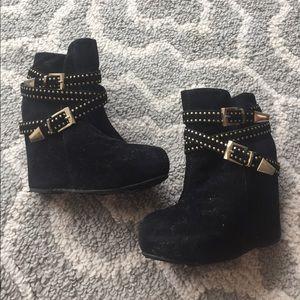 Shoes - Studded platform ankle boot