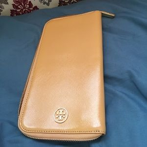 Tory Burch Handbags - Tory burch XL travel wallet!