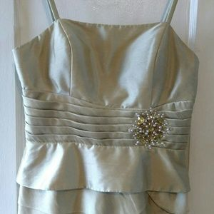 Jessica Howard Dresses & Skirts - Shimmery light gold Jessica Howard dress!