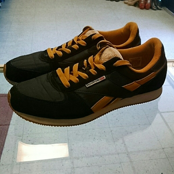 68 reebok other reebok classic black gold s