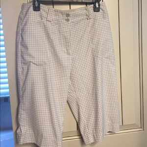 Nike Pants - Nike golf shorted tan and white houndstooth size 8