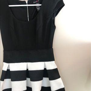 Teeze Me Dresses & Skirts - Tweeze Me black & white dress. Size XS. Like New!
