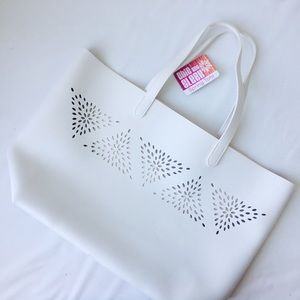 Bags - CHIC & SLEEK SPRING TOTE, NEW!