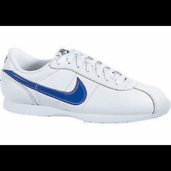 cheaper 6bd5a 25026 NWOT Nike Stamina Blue and White Shoes Size 9