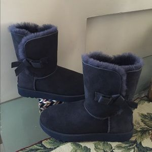 UGG Shoes - NEW UGG CLASSIC KNOT.  Color: IMPERIAL Without box