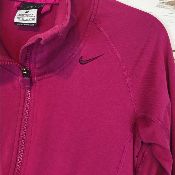 Find men nike thumbhole at ShopStyle. Shop the latest collection of men nike thumbhole from the most popular stores - all in one place.