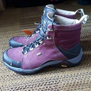 Ahnu Shoes - Ahnu Women's Montara Boot