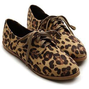 Ollio Shoes - Ollio Women's Leopard Oxford Faux Suede