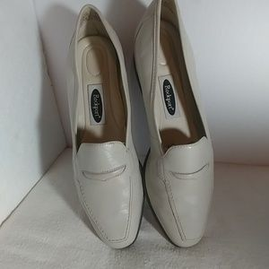 Women's size 8 ROCKPORT cream colored shoes
