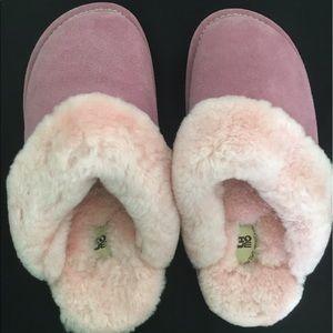 Lamo Shoes - LAMO suede slip on fuzzy slippers