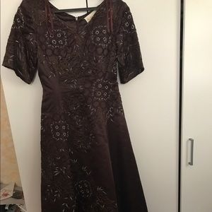 Dresses & Skirts - Brown dress with sleeves
