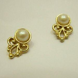 Gorgeous Vintage Post Stud Earrings   Gold Tone