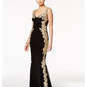 Betsy & Adam Dresses & Skirts - NEW Betsy & Adam Illusion Back Embroidered Gown