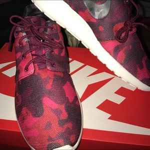Nike Roshe Run Print Camo Red Burgundy Black Shoes