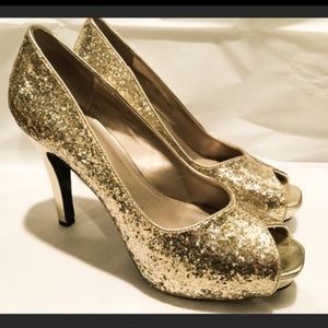Nine West Gold glitter peep toe heels size 8