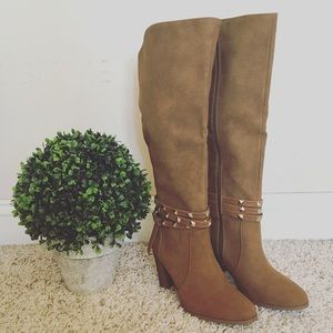 Shoes - 🌟HP🌟 NWT tan heeled boots