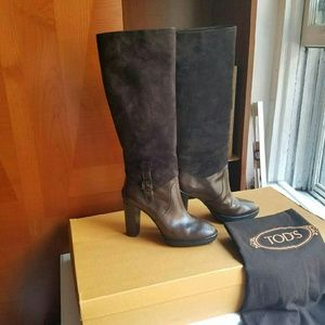 Shoes - TODS KNEE HIGH BOOTS  AS NEW size 8
