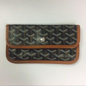 Goyard Handbags - Authentic Goyard pouchette wallet 👌