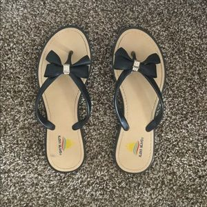 Aloha Island Shoes - Tan and black flip flops with bow