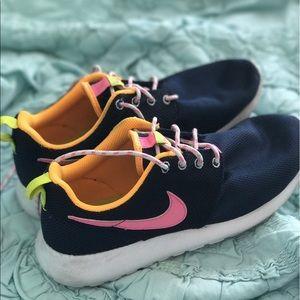 Nike Other - Nike Roshe Run Sneakers