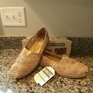 BOBS Shoes - Skechers BOBS Shoes Taupe Gold 6.5 crochet lace
