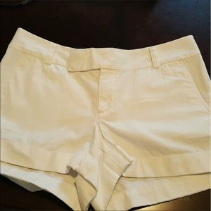 Lilly Pulitzer Pants - 🌺Lilly Pulitzer Barclay shorts white size 8 VEC