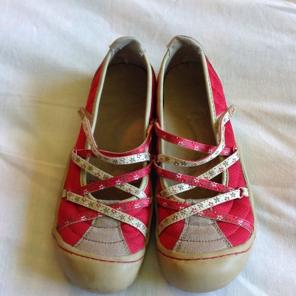 You searched for: womens size 9m shoes! Etsy is the home to thousands of handmade, vintage, and one-of-a-kind products and gifts related to your search. No matter what you're looking for or where you are in the world, our global marketplace of sellers can help you find unique and affordable options.